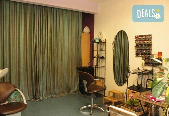 Изящен поглед! Удължаване и сгъстяване на мигли косъм по косъм от естествена коприна в студио за красота Victoria Sonten - Снимка 4
