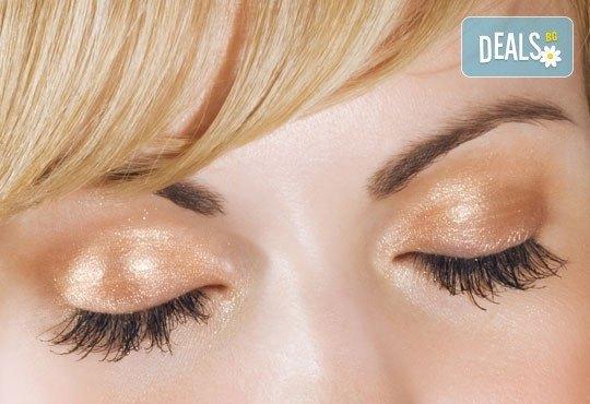 Изящен поглед! Удължаване и сгъстяване на мигли косъм по косъм от естествена коприна в студио за красота Victoria Sonten - Снимка 2