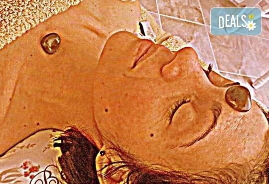 Антиейдж терапия за лице, шия и деколте със 100% натурално кокосово масло и естествени кристали в Wellness Place BEL! - Снимка 7