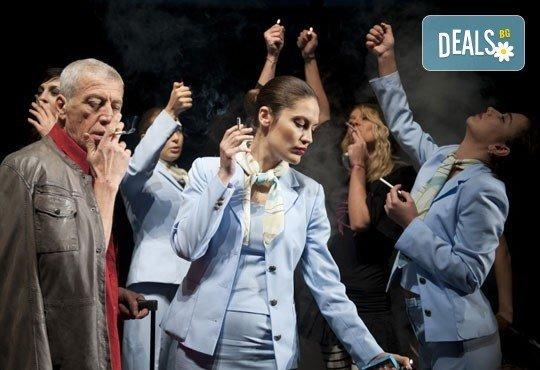 Гледайте звездите на Младежкия театър в Летище, Голяма сцена, на 12.02. от 19ч. - 1 билет! - Снимка 3
