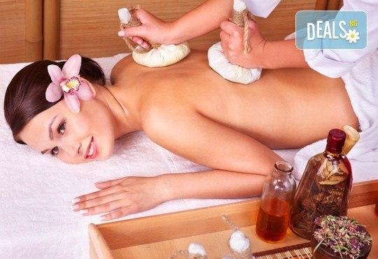 Здраве от природата! 70-минутен аюрведа масаж на цяло тяло с топли арома-масла в Wellness Place BEL! - Снимка 1