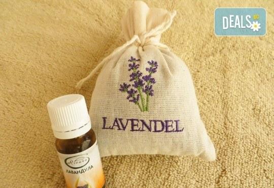 Балансирайте тялото си и забравете стреса! 60-минутен релаксиращ арома масаж с лавандула в Wellness Place BEL! - Снимка 3