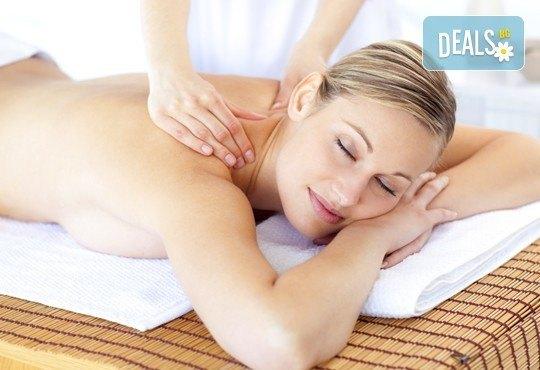 Балансирайте тялото си и забравете стреса! 60-минутен релаксиращ арома масаж с лавандула в Wellness Place BEL! - Снимка 1