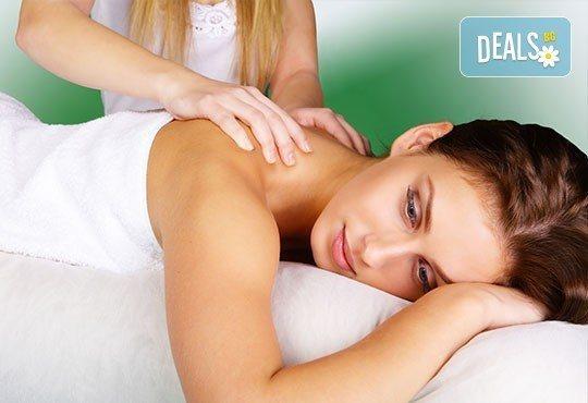 Забравете за болките и схващанията! Лечебен масаж на гръб от кинезитерапевт в Терапевтичен кабинет Александрова! - Снимка 1