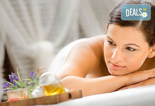 Класически масаж на цяло тяло с масажно олио с лавандула и лайка, ароматерапия с бадемово масло от студио Be Happy! - Снимка 1