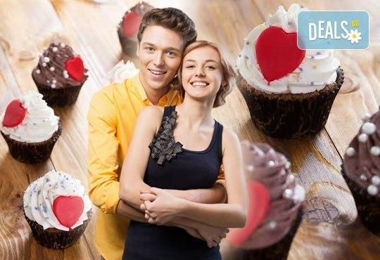 Предложение за влюбени! Подарете любов и наслада с бутиковите мъфини на Muffin House - 2 или 6 броя с крем и сърце! - Снимка 2