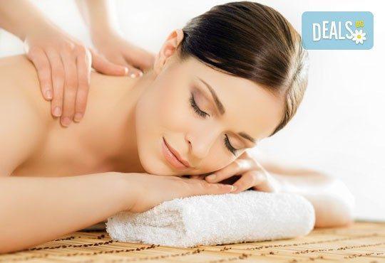 30-минутен болкоуспокояващ, лечебен масаж на гръб, кръст и раменен пояс, бонуси от студио за красота Нимфея! - Снимка 1