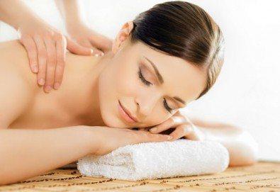 30-минутен болкоуспокояващ, лечебен масаж на гръб, кръст и раменен пояс, бонуси от студио за красота Нимфея!
