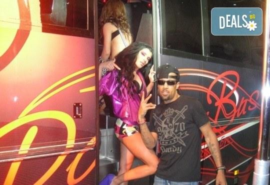 За една незабравима вечер! Наем на пътуващ Party Bus за 1 или 2 часа с 32 седящи места и еротична шоу програма! - Снимка 6