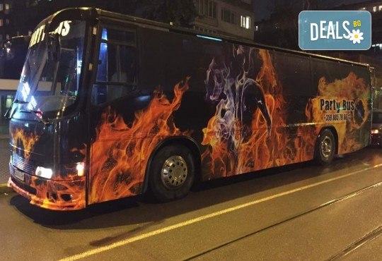 За една незабравима вечер! Наем на пътуващ Party Bus за 1 или 2 часа с 32 седящи места и еротична шоу програма! - Снимка 2
