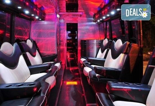 За една незабравима вечер! Наем на пътуващ Party Bus за 1 или 2 часа с 32 седящи места и еротична шоу програма! - Снимка 4