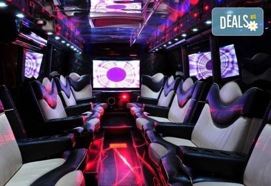 За една незабравима вечер! Наем на пътуващ Party Bus за 1 или 2 часа с 32 седящи места и еротична шоу програма! - Снимка 3
