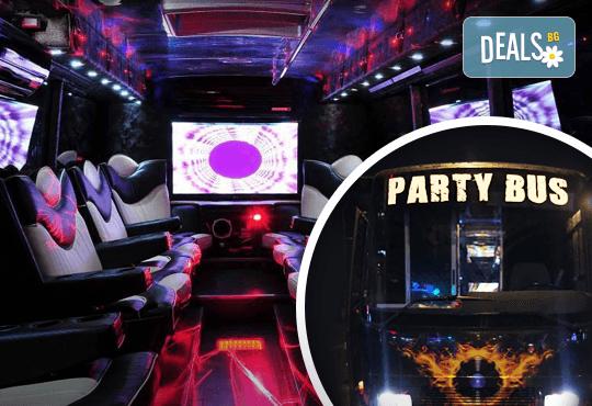 За една незабравима вечер! Наем на пътуващ Party Bus за 1 или 2 часа с 32 седящи места и еротична шоу програма! - Снимка 1