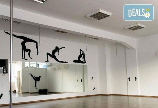 Влезте във форма с 8, 12, 16 или 24 сутрешни тренировки по пилатес или фит бол за един или двама души в зала At Sport Zone! - Снимка 4