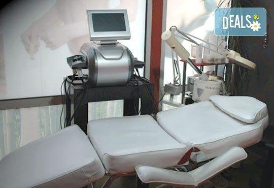 Дълбоко почистване за Вашата кожа! Вземете диамантено дермабразио на лице в Моник СПА Клуб 2 и 3, Пловдив! - Снимка 3
