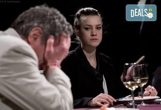 Екшън, комедия, драма? Гледайте Покана за вечеря на 28.02. неделя от 19ч, Камерна зала на театър ''София'', билет за един - Снимка 1