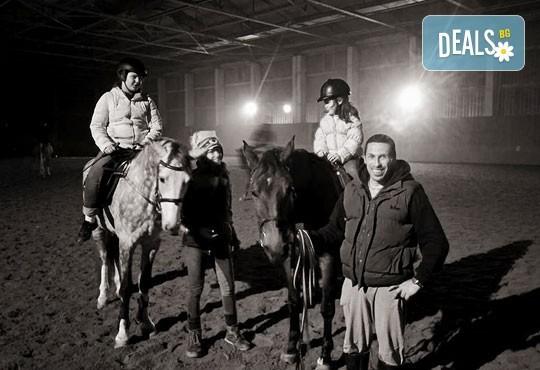 45-минутен урок по конна езда за начинаещи или за напреднали на манеж от Езда София в конна база Хан Аспарух! - Снимка 11
