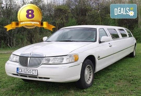 За 14-ти февруари! Романтична разходка с холивудска червена или бяла стреч-лимузина Lincoln Town Car от Vivaldi Limousines и San Diego Limousines - Снимка 3