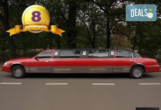 За 14-ти февруари! Романтична разходка с холивудска червена или бяла стреч-лимузина Lincoln Town Car от Vivaldi Limousines и San Diego Limousines - Снимка 2