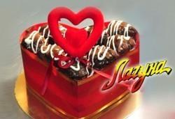 За Свети Валентин Торта-Сърце по избор - еклерова с баварски крем или шоколадова от Сладкарница Лагуна! Предплатете сега - Снимка