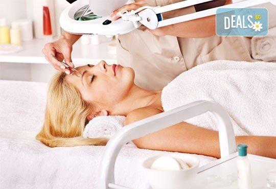 Ултразвуково почистване на лице, масаж, хидратация с кислород и витаминен коктейл+оформяне на вежди от Дерматокозметични центрове''Енигма'' - Снимка 1
