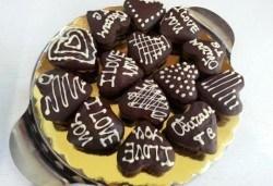 Нежен жест! 9 ръчно изработени сърца, покрити с белгийски шоколад и опаковани в красива кутийка от сладкарница Сладост! - Снимка
