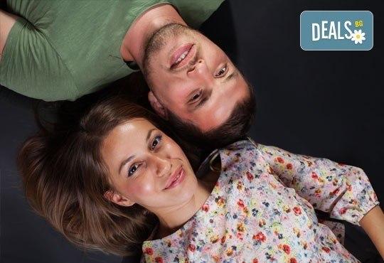 Подарете си романтична фотосесия за двойки в месеца на любовта с 12 обработени кадъра, Приказните снимки! - Снимка 9