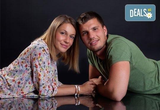 Подарете си романтична фотосесия за двойки в месеца на любовта с 12 обработени кадъра, Приказните снимки! - Снимка 6