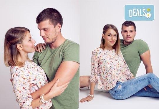 Подарете си романтична фотосесия за двойки в месеца на любовта с 12 обработени кадъра, Приказните снимки! - Снимка 2