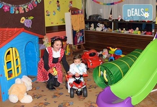 За усмивките на Вашите деца! Детски рожден ден на тематика по избор за 10 деца с меню, украса, покани и подарък за рожденика в Бистро Папи! - Снимка 5