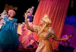 На театър с децата! Спящата красавица в Младежки театър на 20.02. събота, от 11 ч., билет за двама - Снимка
