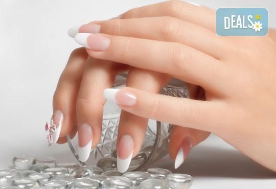 Ноктопластика с удължители, лакиране в цвят по избор, 50% отстъпка от декорации и 50% отстъпка от масаж по избор в салон АБ! - Снимка 2