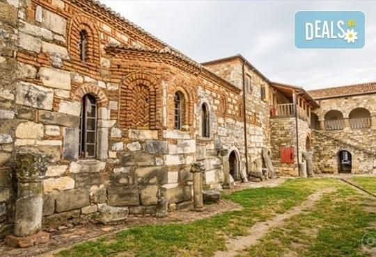 През април или май на екскурзия до Албания и Македония! 3 нощувки със закуски, транспорт, разходка из Скопие и Струга! - Снимка 11