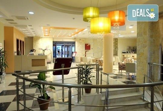 Открийте летния сезон с почивка в хотел Imperial 3*, Неа Скиони, Гърция! 5 нощувки със закуски и вечери, безплатно за дете до 12г. - Снимка 12