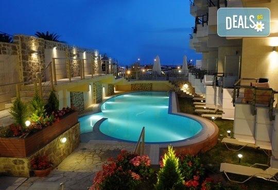 Открийте летния сезон с почивка в хотел Imperial 3*, Неа Скиони, Гърция! 5 нощувки със закуски и вечери, безплатно за дете до 12г. - Снимка 1