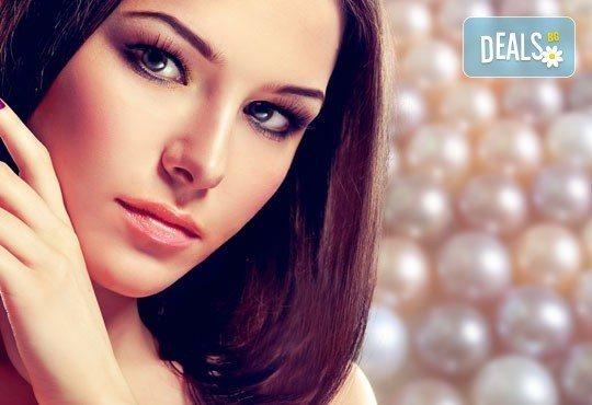 Диамантено дермабразио и терапия за лице с коктейл от два вида злато, хайвер и перли в салон за красота Вили! - Снимка 1