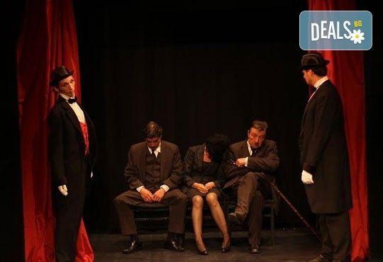 Няма по-голяма комедия! Търговци на презервативи - гостуваща постановка на 7-ми март (понеделник) на сцената на МГТ Зад канала - Снимка 3