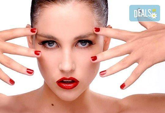 Цветни за всеки празник! Mаникюр с гел лак BlueSky и две декорации в Beauty studio DIELS - Снимка 1