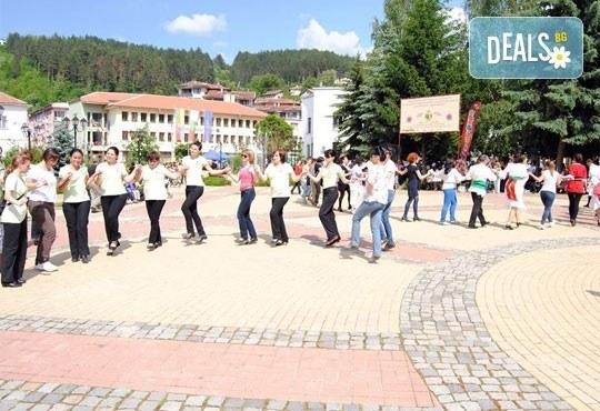 Български хора, ръченици! ОСЕМ урока във Фолклорен клуб BODY FOLK в школата в жк Банишора - Синдикален дом на културата на транспортните работници в България - Снимка 3