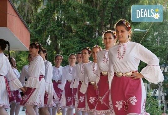 Български хора, ръченици! ОСЕМ урока във Фолклорен клуб BODY FOLK в школата в жк Банишора - Синдикален дом на културата на транспортните работници в България - Снимка 1