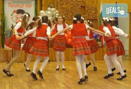 Български хора, ръченици! ОСЕМ урока във Фолклорен клуб BODY FOLK в школата в жк Банишора - Синдикален дом на културата на транспортните работници в България - Снимка 6