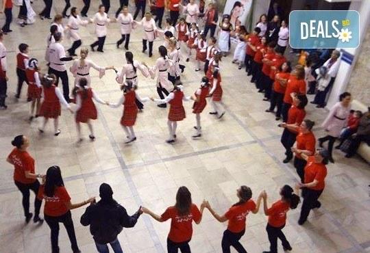 Български хора, ръченици! ОСЕМ урока във Фолклорен клуб BODY FOLK в школата в жк Банишора - Синдикален дом на културата на транспортните работници в България - Снимка 2