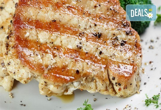 Предплатете 1.20 лв. за овчарска салата и свинска или пилешка пържола по избор с картофки Уеджис в ресторант Санури! - Снимка 1