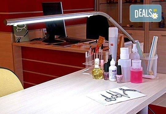 Извайте фигурата си за лятото с антицелулитен масаж на бедра, ханш и корем в студио за красота Долче Вита! - Снимка 9