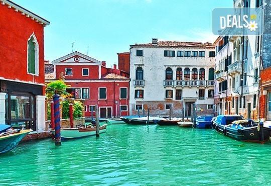 Майски празници в романтична Италия! 2 нощувки със закуски, транспорт и възможност за посещение на Венеция, Верона и Падуа! - Снимка 3