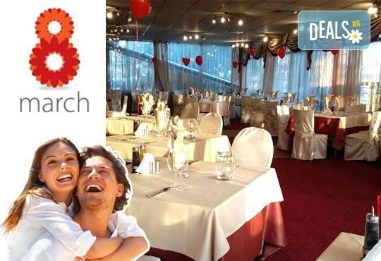 Дипломатически клуб Глория Палас Ви кани на празнична вечеря по случай 8-ми Март! Богато четиристепенно меню, латино танцьори, DJ програма с DJ DANNY, нощувка и много романтика - Снимка 1