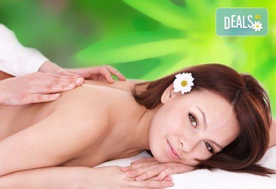 Отпуснете се с 30 масаж на гръб и рамене или 60-минутен цялостен масаж с олио и марихуана от Royal Beauty Center! - Снимка 1