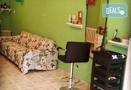 Гел върху естествен нокът, лакиране с обикновен или гел лак и 4 декорации в салон за красота Орхидея - Царибродска! - Снимка 4