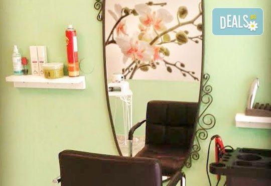 Гел върху естествен нокът, лакиране с обикновен или гел лак и 4 декорации в салон за красота Орхидея - Царибродска! - Снимка 5