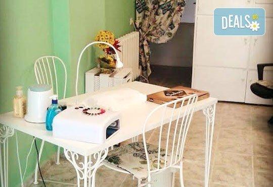 Гел върху естествен нокът, лакиране с обикновен или гел лак и 4 декорации в салон за красота Орхидея - Царибродска! - Снимка 6